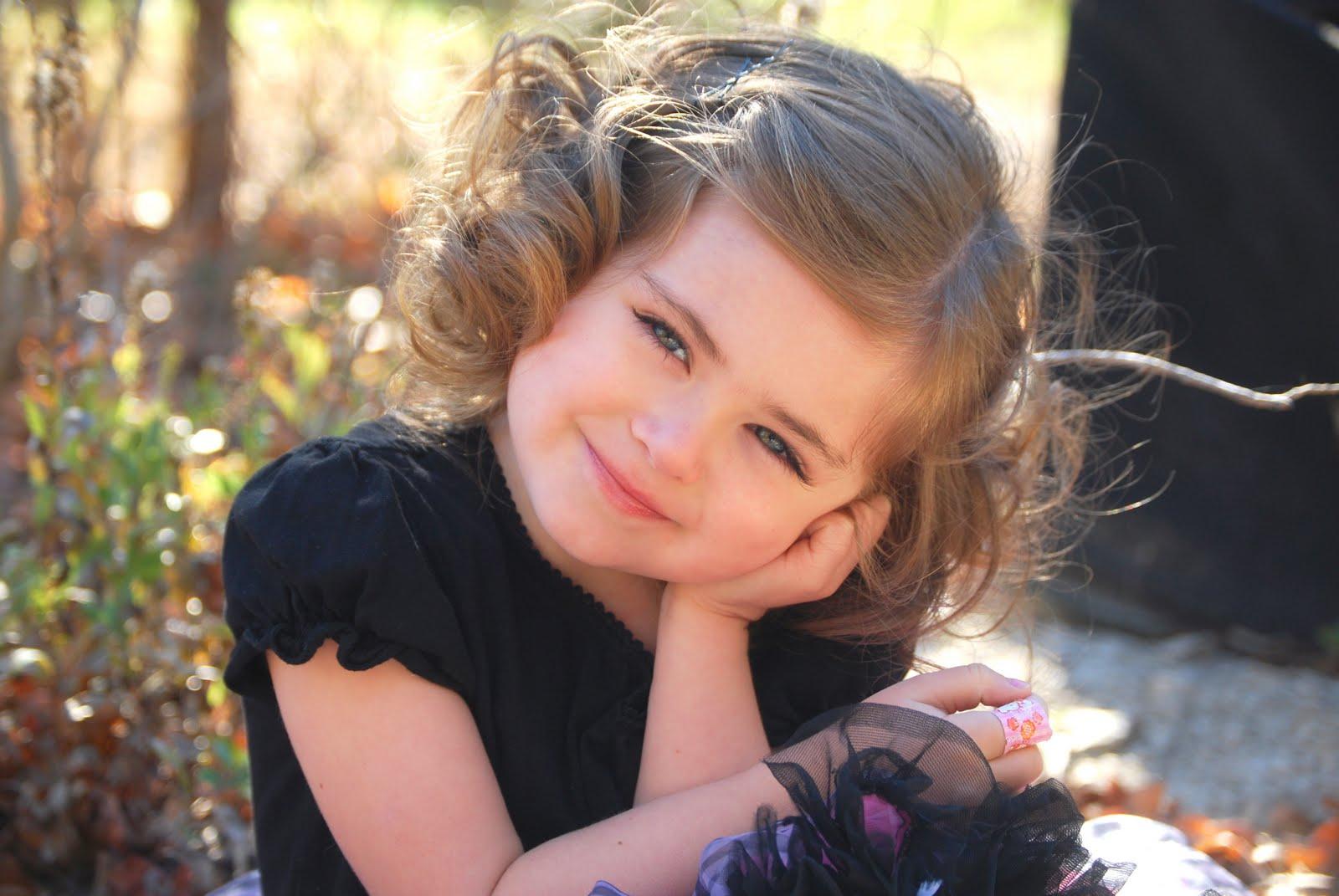 Super Cute Little Baby Wallpapers صور اطفال بنات صغيرة مواليد في خلفيات بنات بجودة Hd سوبر