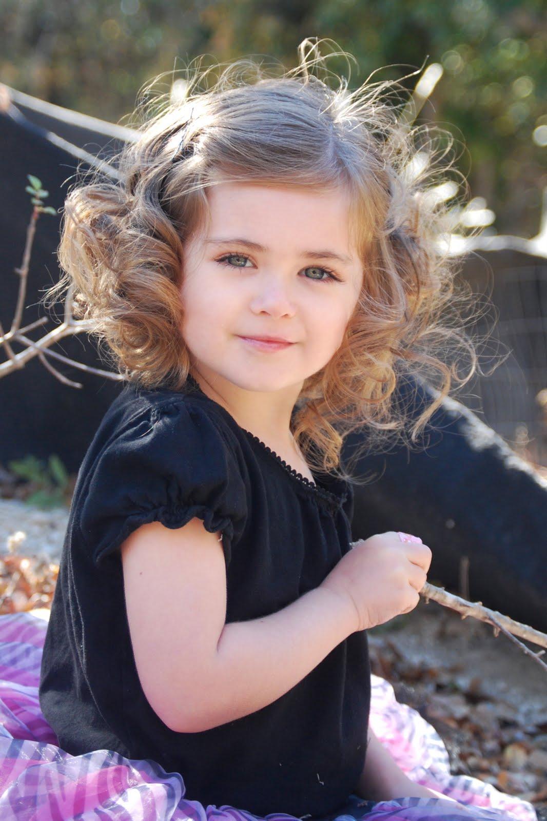 Cute Baby Girl Photos Wallpapers صور اطفال بنات صغيرة مواليد في خلفيات بنات بجودة Hd سوبر