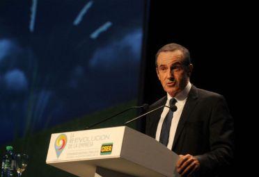 Andrés Oppenheimer durante su discurso en el Congreso Nacional CREA.