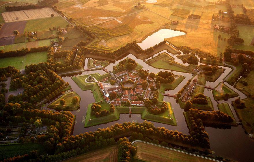 Крепость Буртанж, Нидерланды