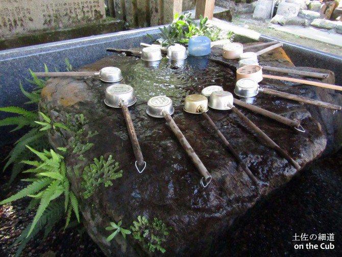 古式ゆかしい手水舎