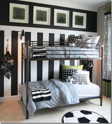 une chambre de footballeur. Black Bedroom Furniture Sets. Home Design Ideas