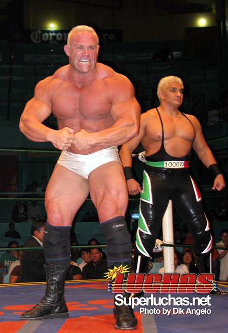 """""""Strongman"""" Jon Andersen debuta en Puebla con el CMLL (5 octubre 2009) / Photo by Dik angelo"""