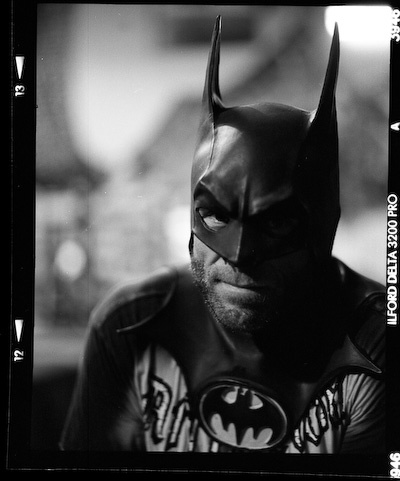 Randy Couture con la capucha de Batman