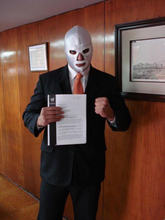 El Hijo del Médico Asesino firma con WWE / Facebook.com/Medico-Asesino