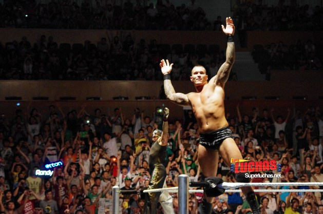 Randy Orton y Rey Mysterio celebran en Shanghai, China / Photo by @CruzPan – Authorized to Superluchas.net