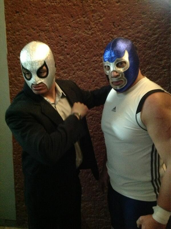 Blue Demon Jr. y Axel en Triple A / Image by @Lucha_Libre_AAA