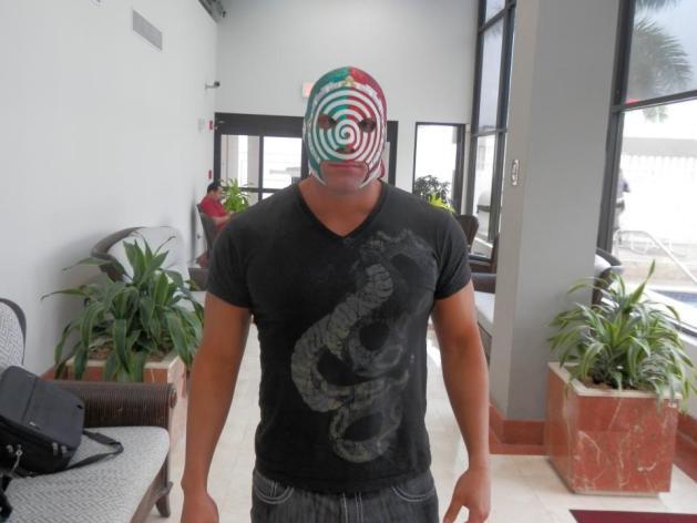 """Sicodélico Jr., el Campeón Internacional de Zero1 Mexico, en Puerto Rico, listo para WWL """"Idols of Wrestling"""" / 20 de abril de 2013 / Photo by WWL Mundial en Facebook"""