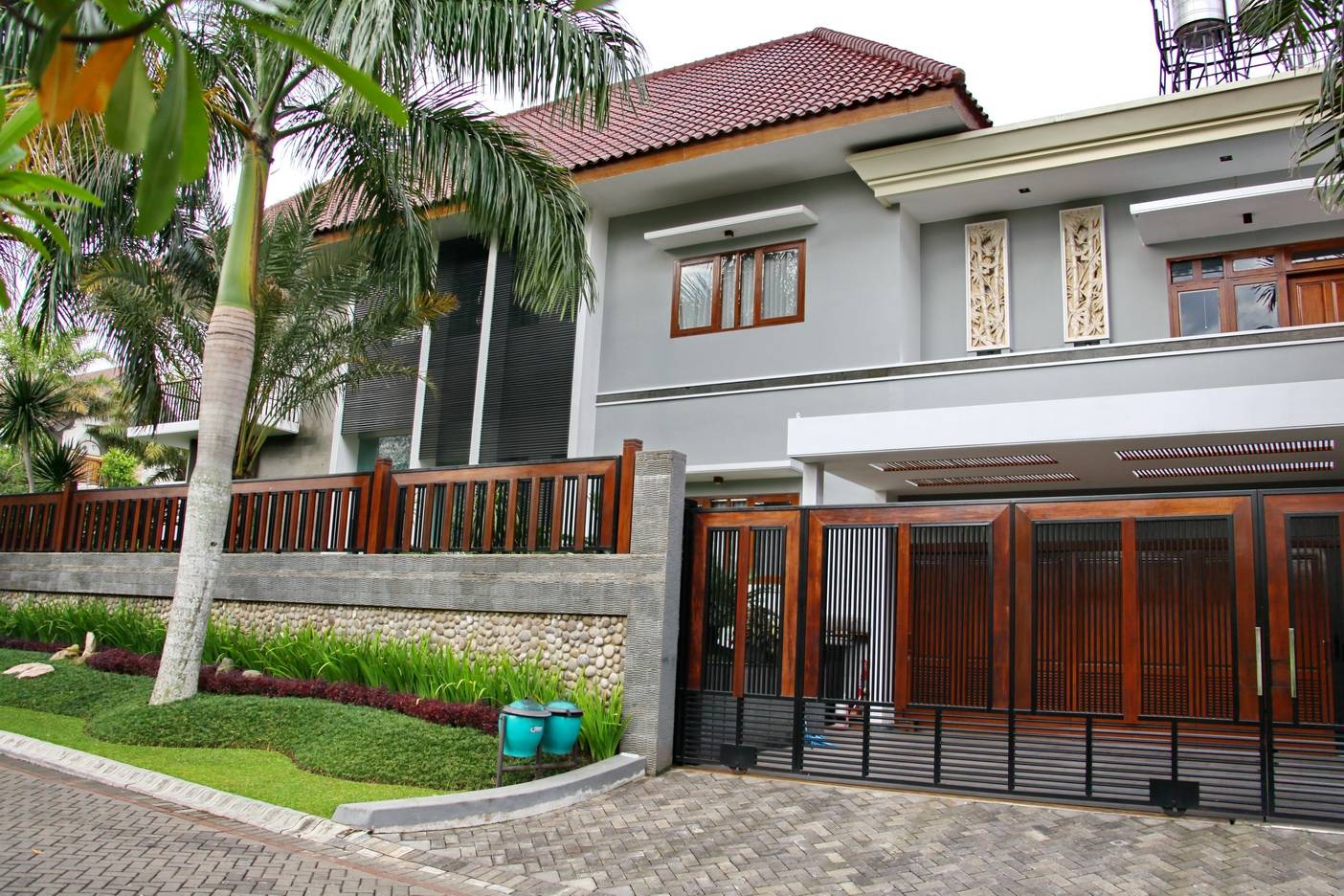 Model Genteng Rumah Modern Style Houses With Kia And Royal Roof Model Rumah Modern