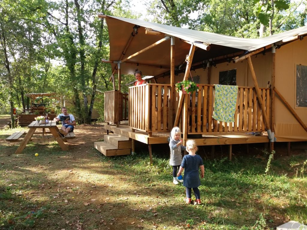 Charme Camping Met Zwembad Frankrijk Camping Le Pech Charmant Dordogne Frankrijk Supertrips Nl