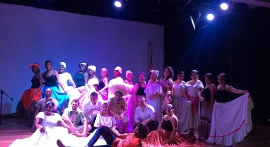 UNED Comunicacion creativa a traves del teatro y el folclore enriquece a educadores limonenses