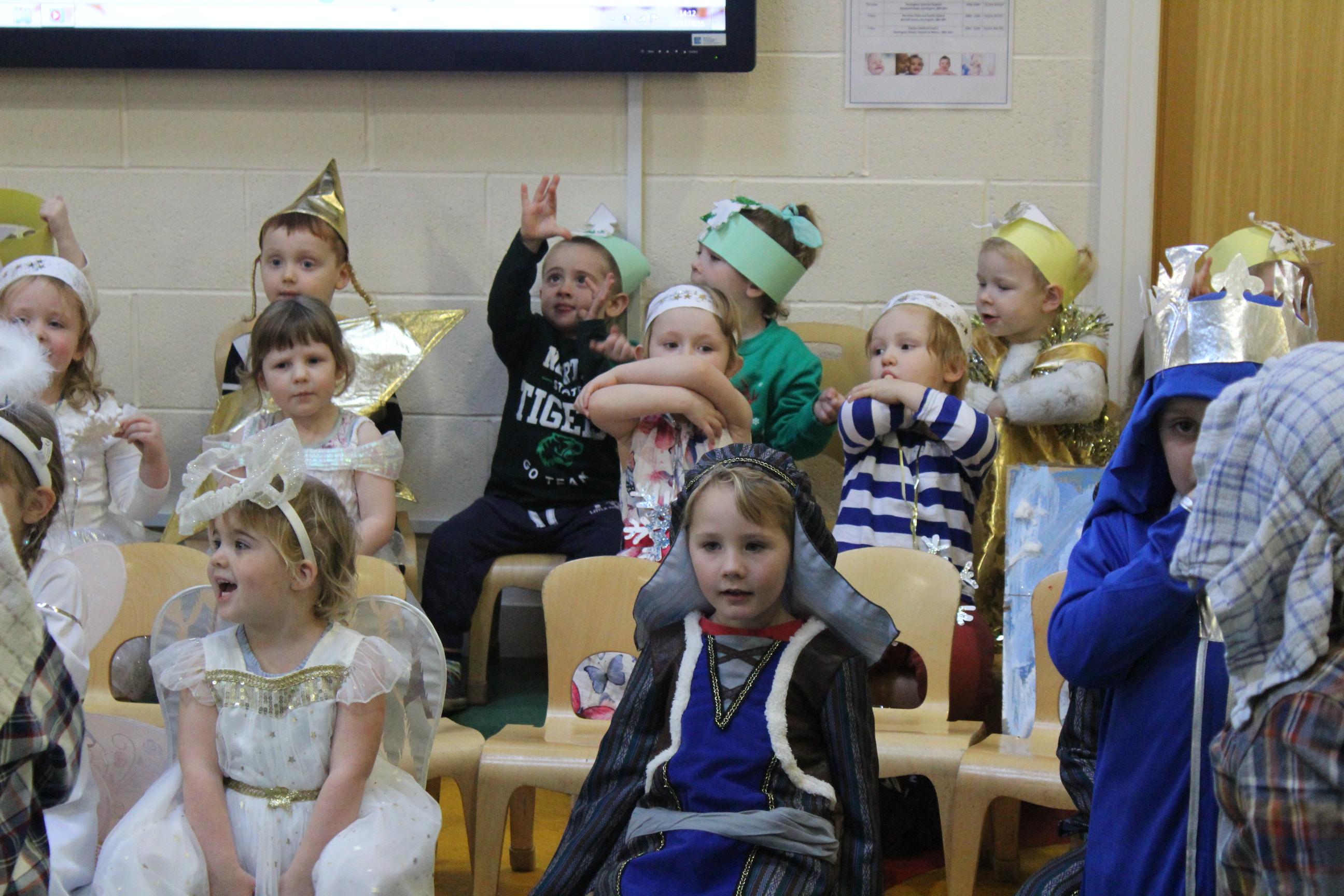 nursery-nativity-friday-16-12-16-27
