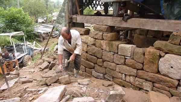 despre-case-din-lemn-vechi-mester-Danut-Hotea-case-rustice-din-lemn-11