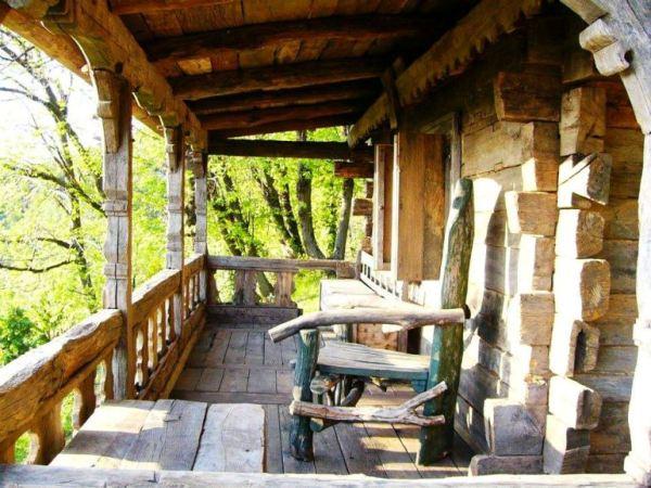 despre-case-din-lemn-vechi-mester-Danut-Hotea-case-rustice-din-lemn-13