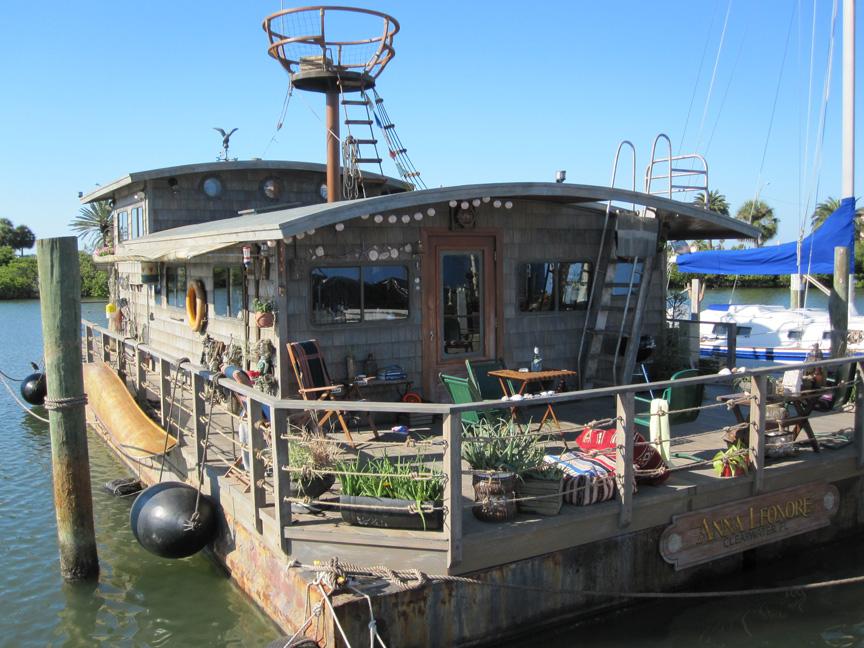 1Houseboat