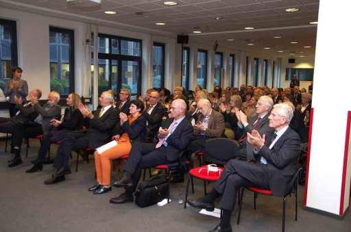 Verabschiedung (1. Reihe von links nach rechts: Dr. Hans Preuss (Vorstand GIZ); Klaus Milke (Vorstandsvorsitzender GERMANWATCH e.V.); Conny Richter (Vorstand GIZ); Prof. Dr. Maximilian Gege (Vorstandsvorsitzender B.A.U.M. eV); Tanja Gönner (Sprecherin des Vorstands GIZ); Prof. Dr. Günther Bachmann (Generalsekretär Rat für Nachhaltige Entwicklung); Dr. Volker Hauff (Bundesminister a.D.; erster und langjähriger Vorsitzender des Rat für Nachhaltige Entwicklung).