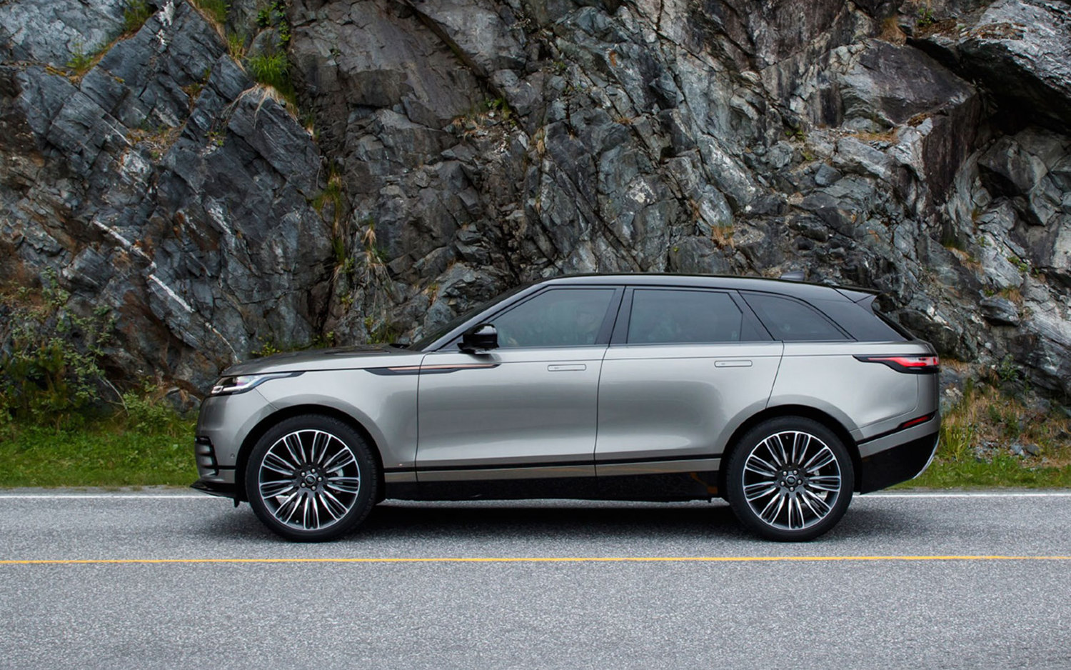 Land Rover Vs Range Rover Comparison Land Rover Range Rover Velar Se 2018 Vs