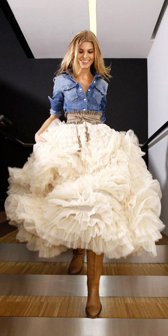 Tulle skit with denim