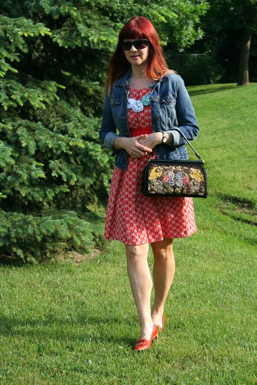 top tips for shopping vintage clothing how to style a vintage handbag contemporary