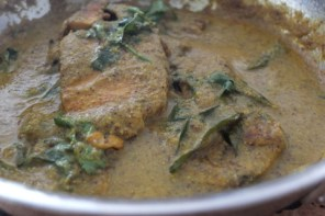 Kingfish steaks in mustard curry