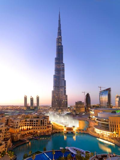 Burj Khalifa Skyscraper, Dubai | SuzzsTravels