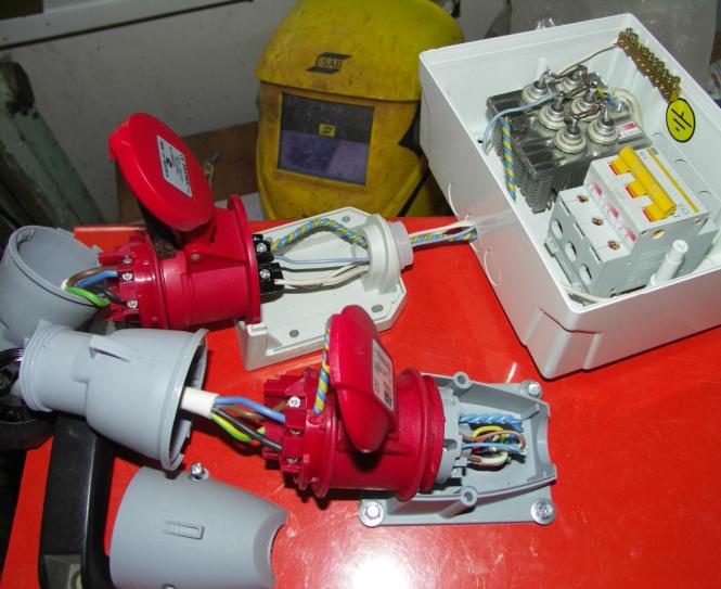Подготовка соединения второй розетки и щитка с выпрямителем и отключателем нагрузки