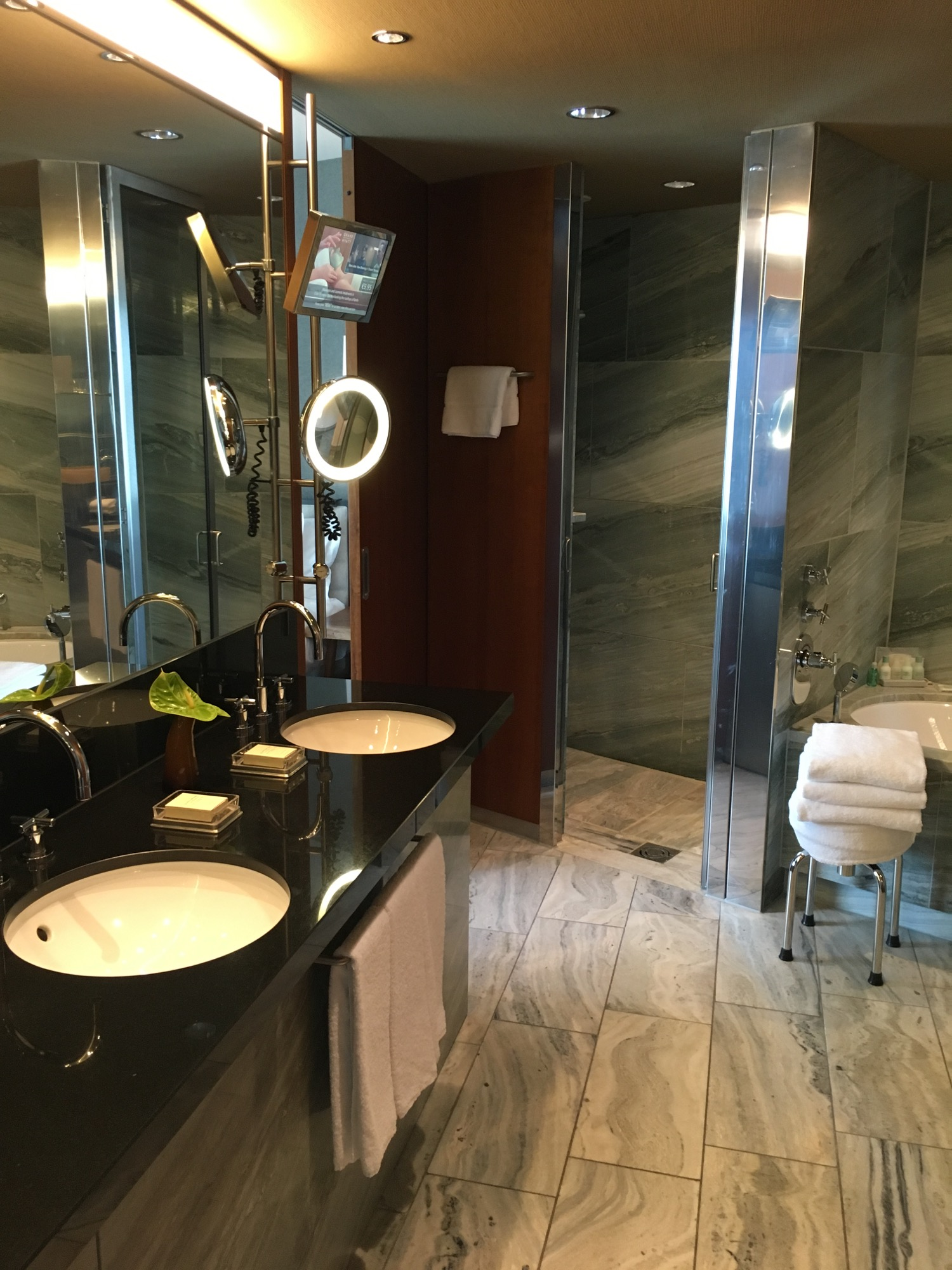 Badeente In Badewanne Review Das Grand Hyatt Berlin Am Potsdamer Platz