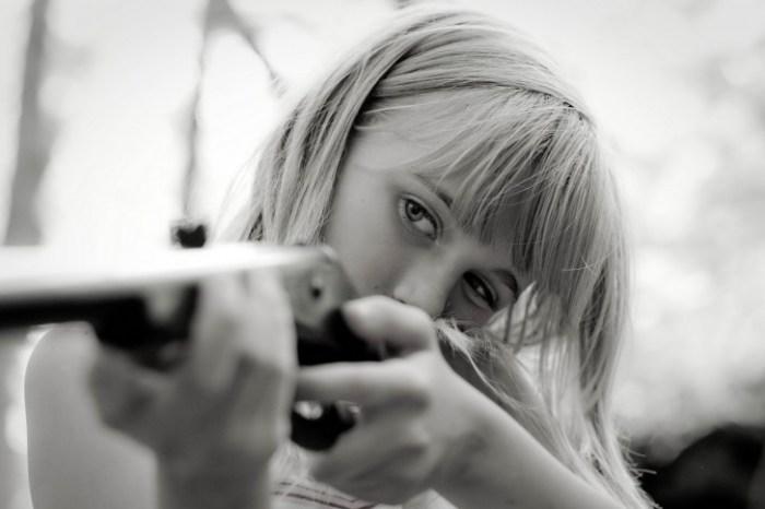 guns-weapons-black-white-women-銃-武器-黒白-女性-485x728