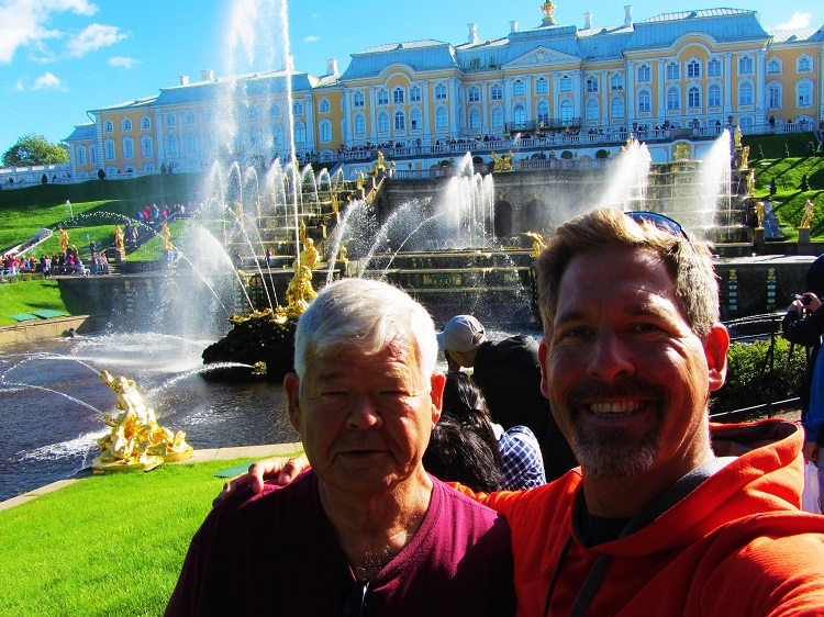 russia-st-petersburg-3-peterhof-fountain-with-dad