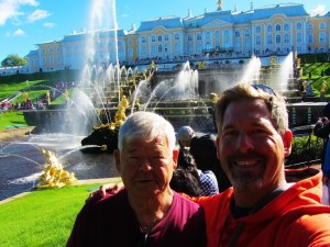 russia-st-petersburg-3-peterhof-fountain-with-dad