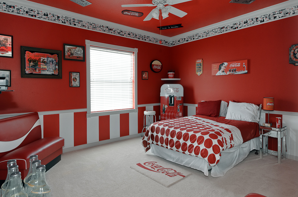 Classic Bedroom Escape The Sweet Escape Vacation Rental Coca Cola Bedroom