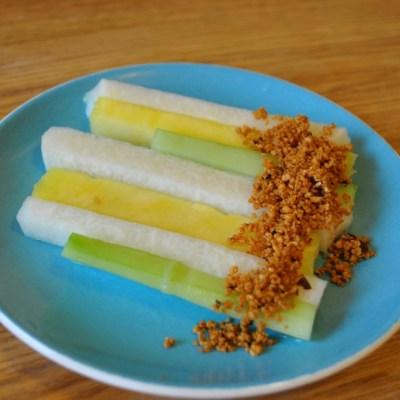 Jicama, Pepinos y Pina con Cacahuates