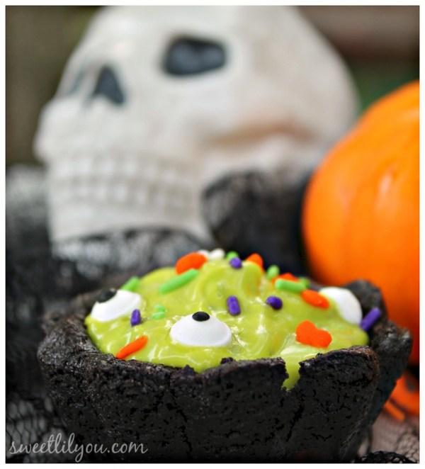 chocolate cookie cauldron halloween treats. Halloween Dessert