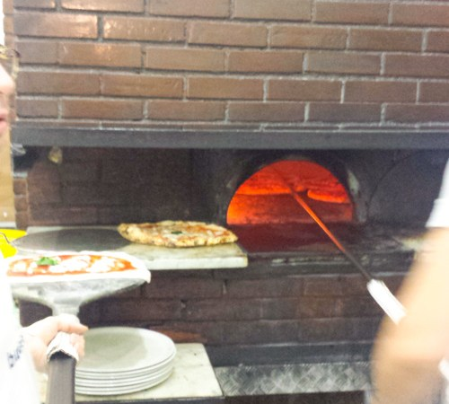 Pizza in Naples   www.sweetteasweetie.com