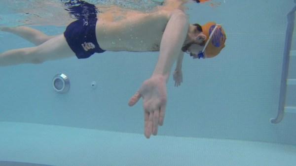 水泳の基本となるスカーリングの大事なポイント