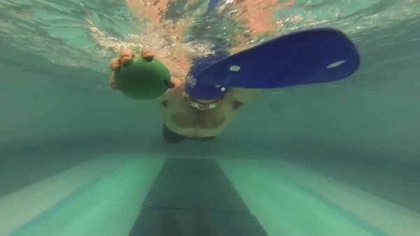 キャッチでたくさん水をとらえるための意識と練習方法