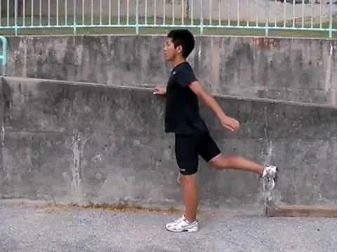 股関節の怪我を予防するために脚振りをやろう