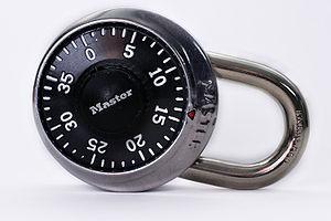 English: A Master Lock brand padlock. Français...