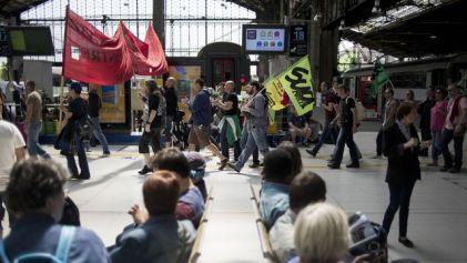 manifestation-de-cheminots-grevistes-le-18-juin-gare-d-austerlitz-a-paris_4926317