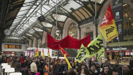 (FILES) In this file photo taken on April 26, 2016 protesters carry French workers' unions flags in the Gare de Lyon in Paris during a demonstration by railway workers of French state rail operator SNCF, as part of a strike to defend their work conditions. French rail unions will begin on April 2, 2018 a three-month rolling strike, two days out of every five, at state operator SNCF against planned reforms. / AFP / Elliott VERDIER *** Local Caption *** Grèves : la CGT lance ses troupes contre Macron Les cheminots ouvrent ce soir leur grève perlée prévue jusqu'à fin juin. En appelant aussi d'autres bastions&finDL;à se mobiliser, le syndicat vise le président de la République et le gouvernement. La semaine s'annonce très musclée sur le plan social, notamment mardi, avec le début de la grève des cheminots.