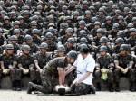救急法の訓練を受ける新兵たち