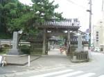 誕生寺の入口