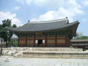 仁穆王后と貞明公主が幽閉された西宮(ソグン)は今の徳寿宮(トクスグン)。写真は正殿の中和殿(チュンファジョン)