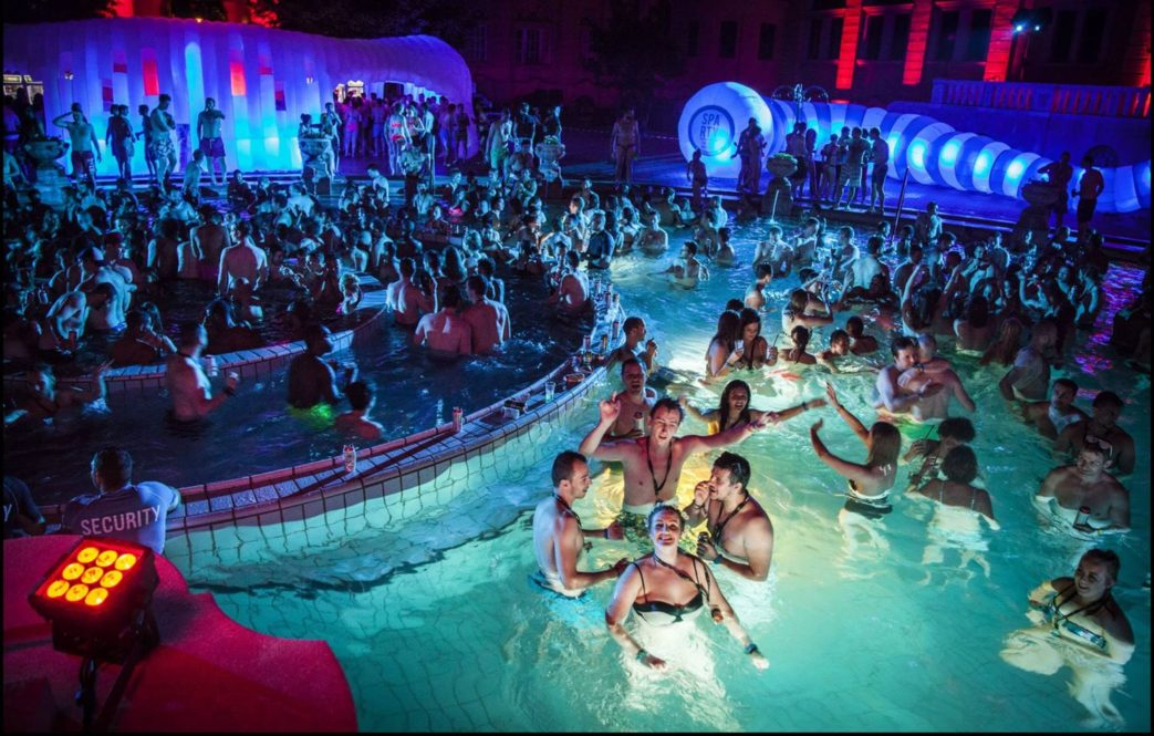Bagni Termali Budapest Prezzi Bath Parties Budapest Perfect Szechenyi Baths 2016 Szechenyi Baths
