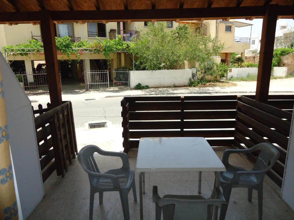 Table à Manger Marisa Marisa Hotel Apartments Chypre Ayía Nápa Booking