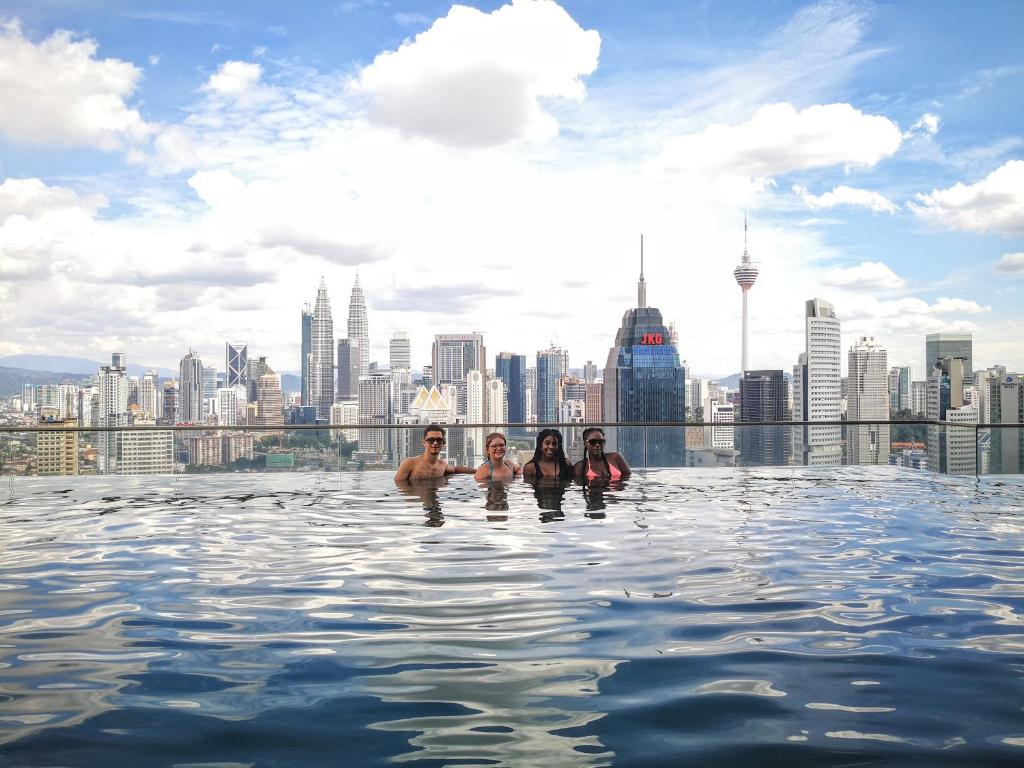 Rooftop Zwembad Kuala Lumpur Sky Society A Luxury Hostel With Rooftop Infinity Pool