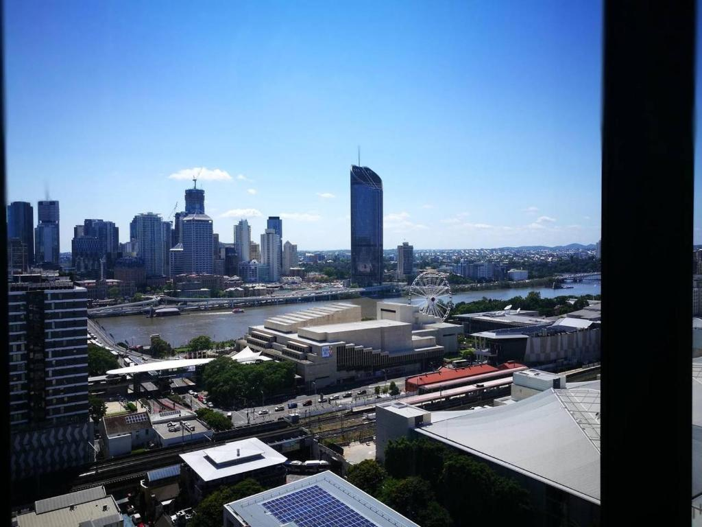 Brisbane Airport Parking Deals Apartment City Pad With Balcony Pool Views And Parking