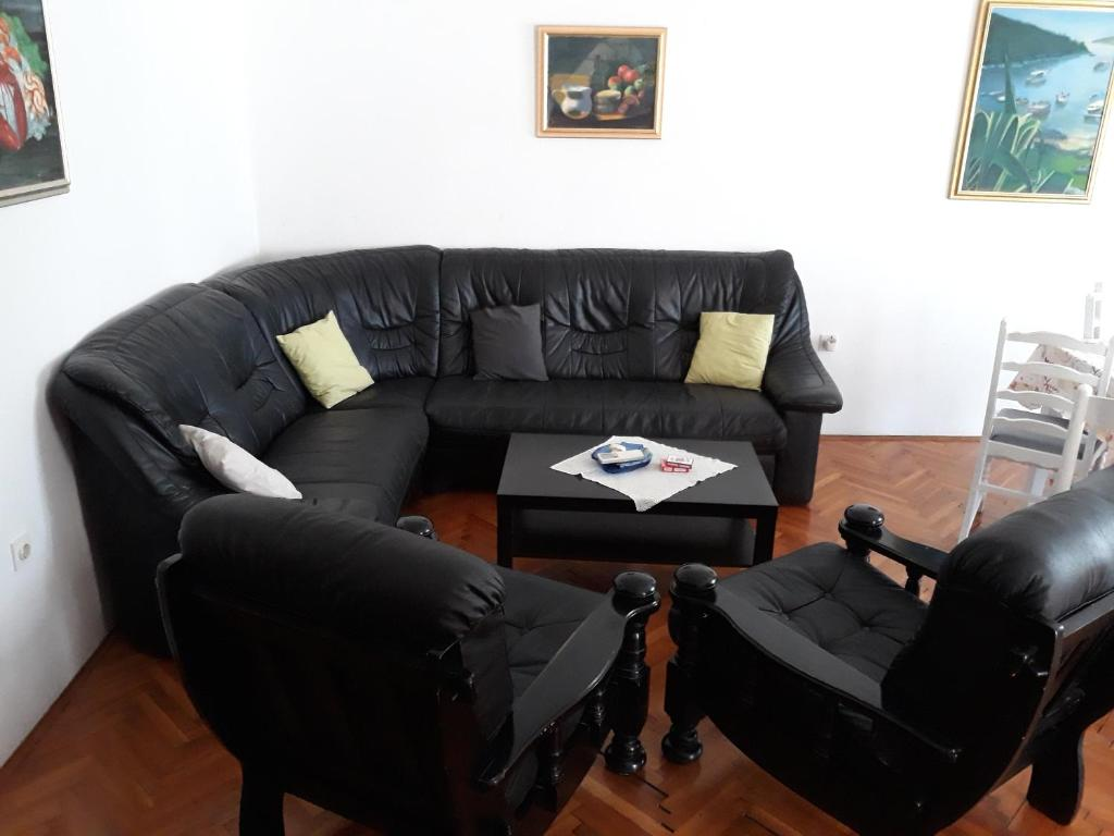 Antike Sofas Contemporary Vila Lokvanj Ližnjan Croatia Booking