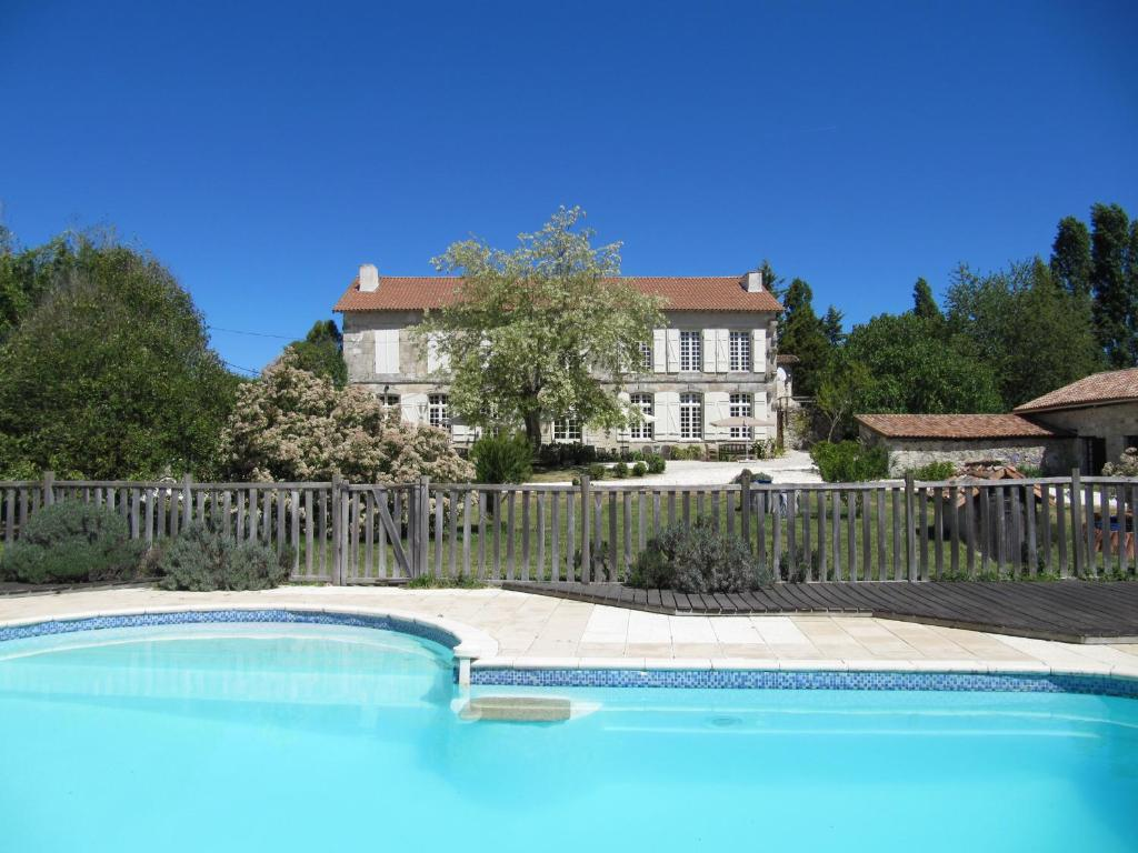 Bed And Breakfast Frankrijk Met Zwembad B B Le Petit Chateau Servanches Frankrijk Servanches Booking
