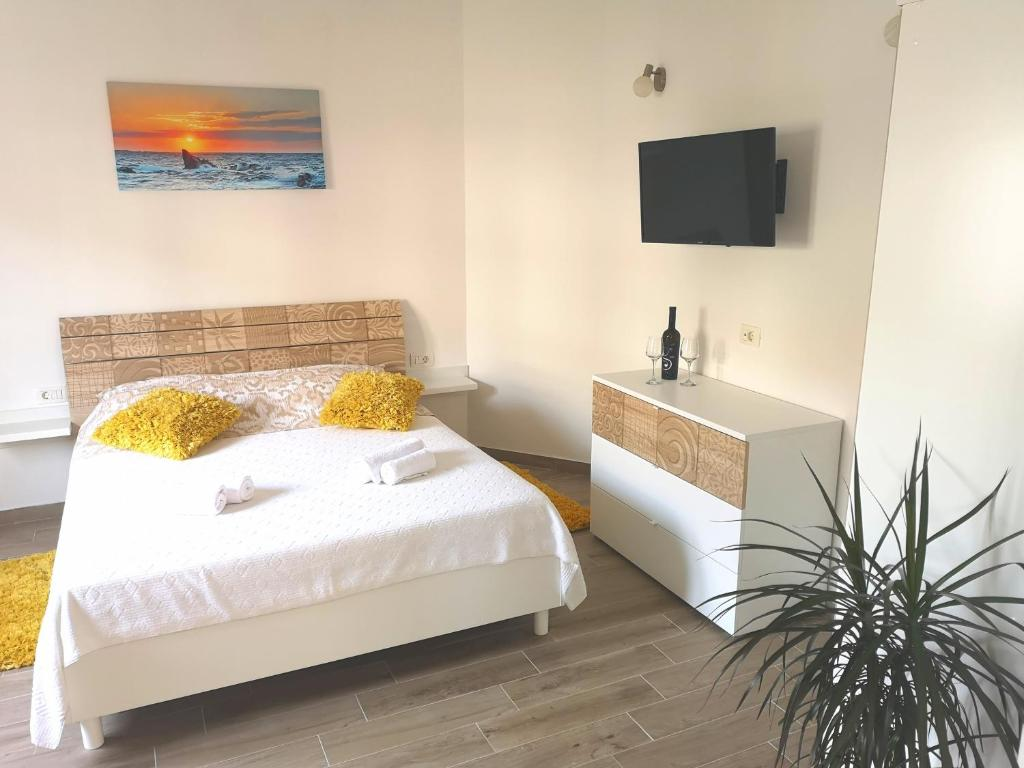 Schimmel Küchenfenster Apartments Grgic Kroatien Trogir Booking